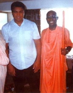 Bhakti Tirtha Swami mit Muhammad Ali