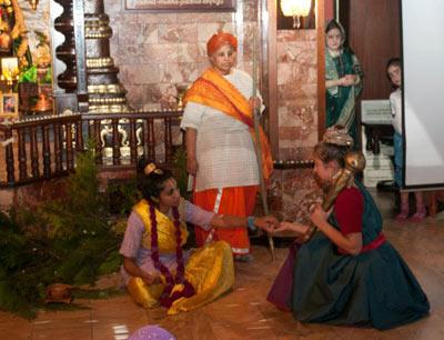 Während des festivals gibt es ein buntes Kulturprogramm wie hier mit Theater