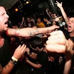 """Bei einem Straigt Edge Konzert von den US-Punkbands """"108"""" und """"Shelter"""" ist es laut und es geht zur Sache."""