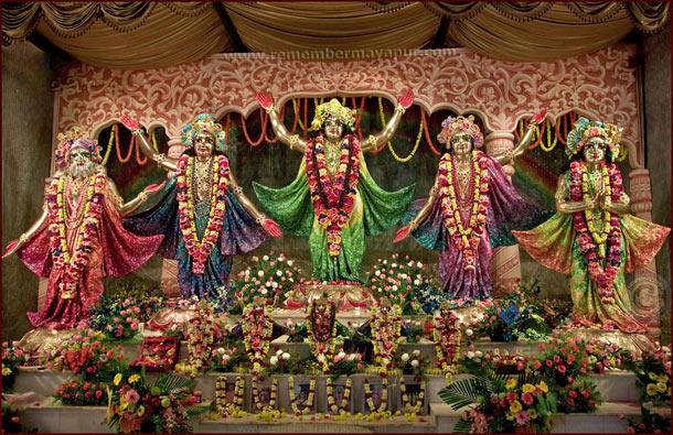 Die Altargestalten des Pancha-Tattva in Mayapur. Diese fünf Avataras erschienen vor 524 Jahren, um ein goldenes Zeitalter einzuläuten.